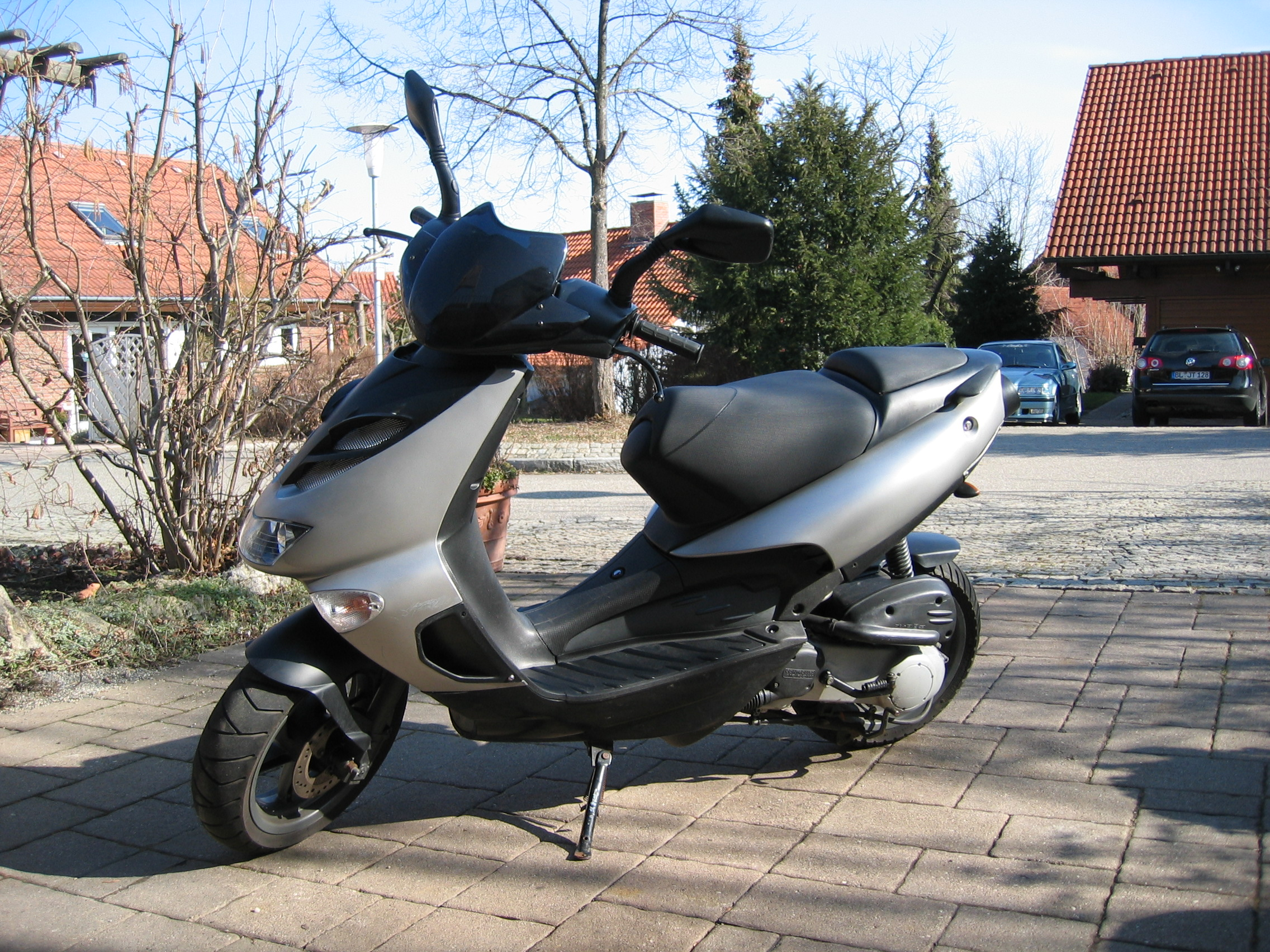 motorroller aprilia sr50 funmaster mit piaggio motor zu. Black Bedroom Furniture Sets. Home Design Ideas